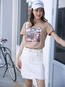 讴歌德夏装白色带帽连衣裙