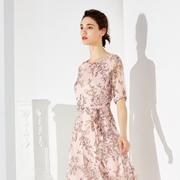夏天喜欢穿连衣裙?经典故事女装早就给您备好了!