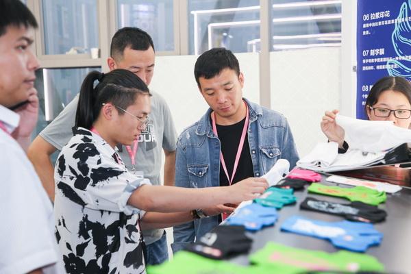 花样面料揭开时尚面纱—2020春夏中国女装面料流行趋势