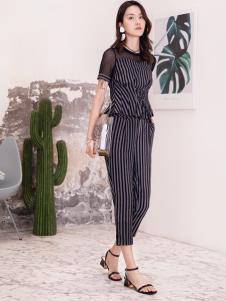 2019布根香女装条纹套装