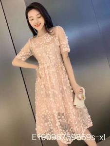 雨珊女装粉色连衣裙