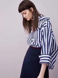 夺宝奇兵品牌折扣女装条纹衬衫