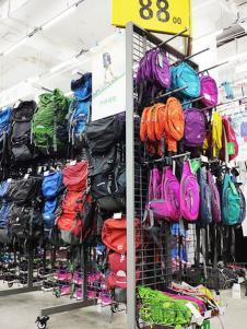 奥库运动户外超市背包产品展示