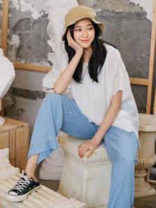 2019碧成萱女装白色简约T恤
