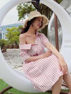 2019碧成萱条纹连衣裙