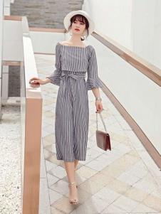 2019碧成萱女装条纹套装