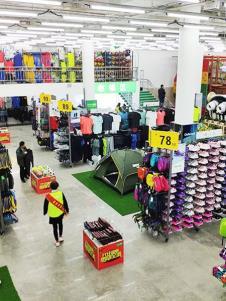 奥库运动户外超市产品展示