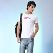 用白色T恤展现男友力,莎斯莱思3招教你穿出男友力!