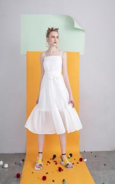 MOOSY白色蕾丝吊带连衣裙