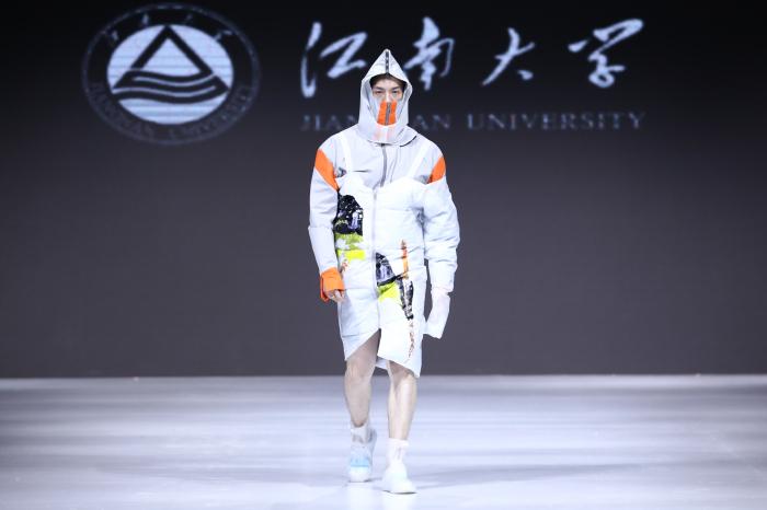 江南大学新锐设计师毕业秀 以环保之名造势江南国际时装周(图)