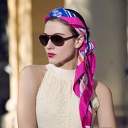 丝巾的多种用途 卡尼亚让你这个夏日更吸睛
