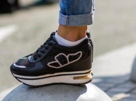 运动鞋服产业:线下仍为消费主力,个性化定制成主流