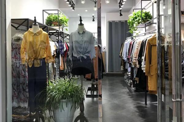 爱诗帛雅女装专卖店品牌旗舰店店面