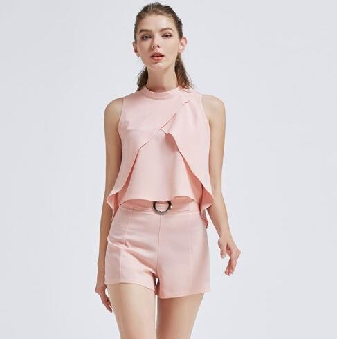 无袖单品怎么选? 摩兰度女装为你做示范