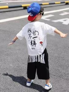 班尼豆白色T恤