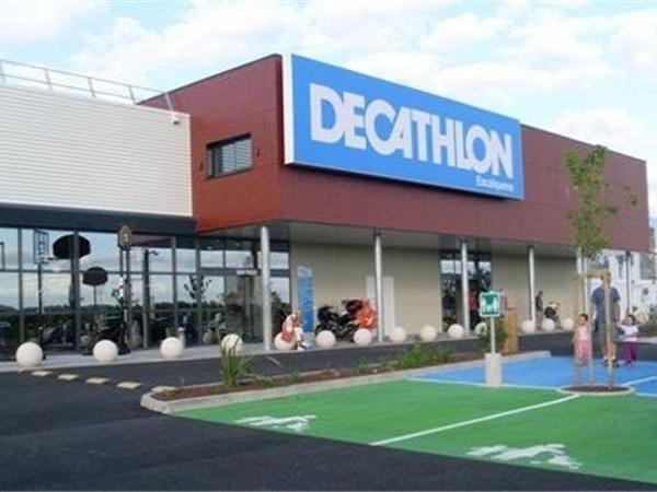 迪卡侬运动用品超市品牌旗舰店店面