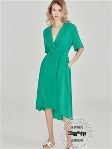 芝麻e柜夏款綠色V領連衣裙