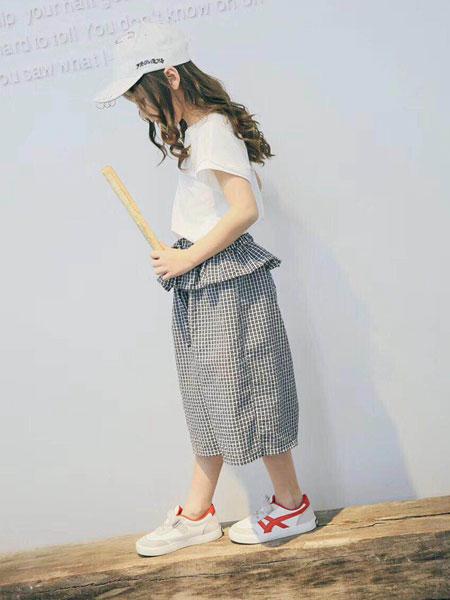 木子童裝歐化的原生態設計風格,力求原創的的設計手法,詮釋兒童舒適、 優雅、自然的生活狀態