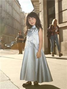 贝的屋中式新款刺绣裙子