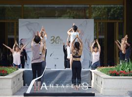 安踏新品牌AntapluS举办百人瑜伽活动 为北京首店造势