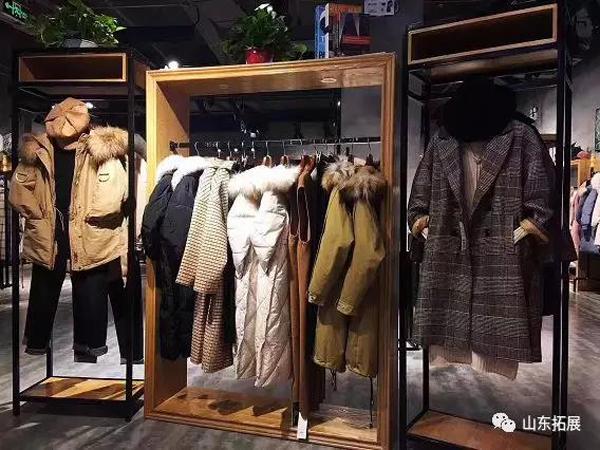 麦寻女装店品牌旗舰店店面
