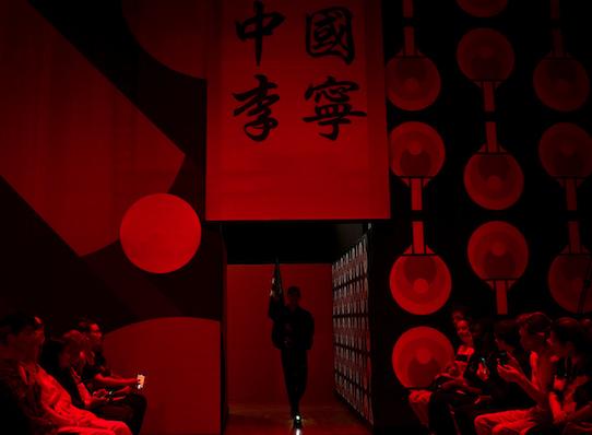 回归时尚运动 李宁2020 春夏系列在巴黎时装周发布