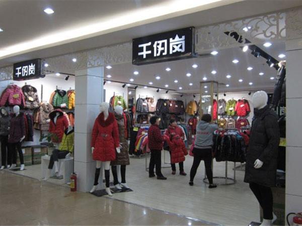 千仞岗羽绒服店品牌旗舰店店面