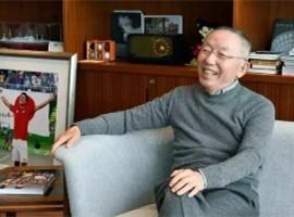 全世界有很多卖衣服的,但只有他卖成了日本首富