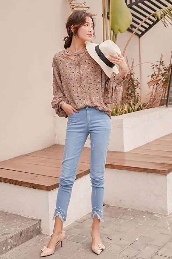 女生出门逛街可以怎么搭配  阿莱贝琳品牌女装折扣店激发你的搭配灵感