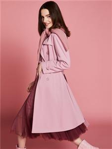 2019芮玛女装粉色风衣