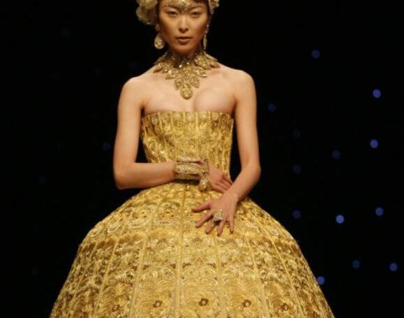伦敦苏富比与中国高定设计师郭培联手拍卖会