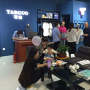 TARGUO它钴男装品牌加盟教你服装进货怎么砍价更划算