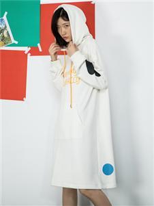 MO·陌女装新款连帽连衣裙