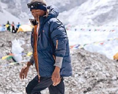 Bally 派出的项目组从珠穆朗玛峰上『清理了2吨垃圾