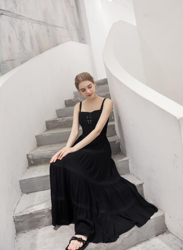 黑色有什么好看的連衣裙 喜歡黑色穿搭就來艾諾綺