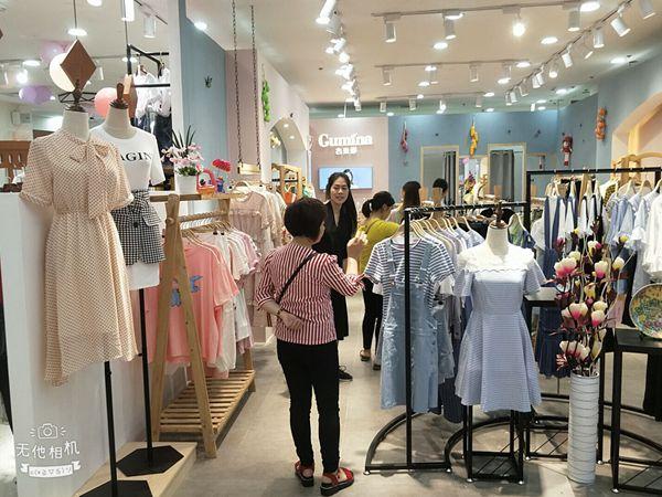 古米娜女装店品牌旗舰店店面