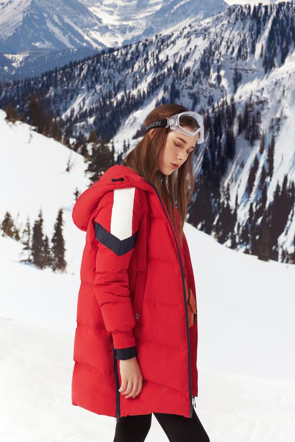 冬季羽絨穿什么更時尚 雪中飛年輕化更受歡迎