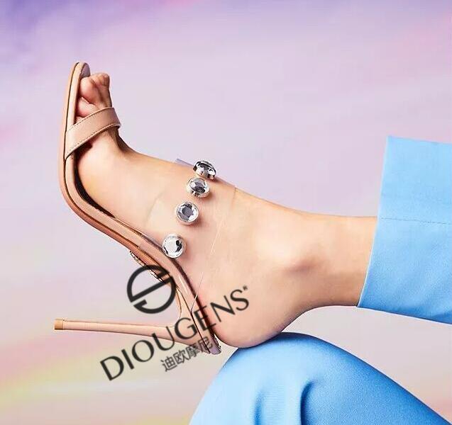 12萬左右可以開一家品牌皮鞋加盟店嗎?迪歐摩尼帶你輕松賺錢!