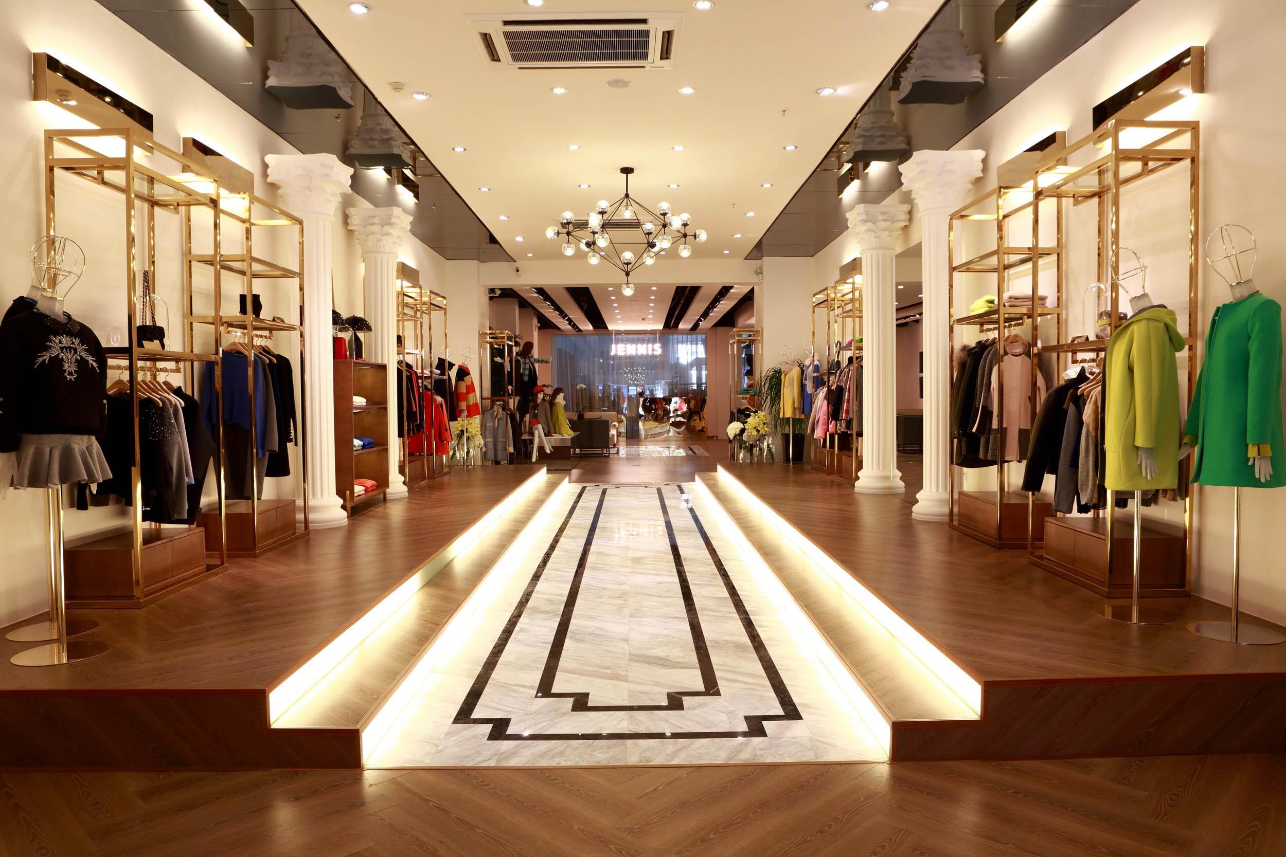 女装店开在什么样的地段会更加有生意?开店选择就来艾格伊品服饰看看