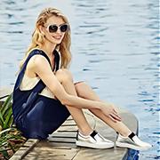 40岁中年人加盟开个品牌女鞋店怎么样?迪欧摩尼每天高销量!