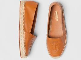 Burberry4400元鞋款破洞难维权 国贸商城专柜推诿退换