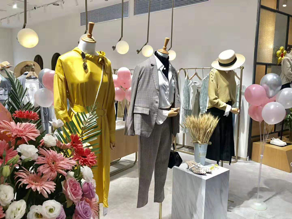 戈蔓婷女装品牌实体店品牌旗舰店店面