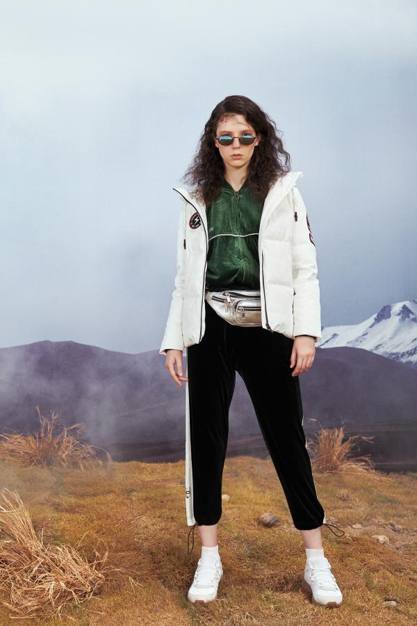 年轻时髦羽绒服 雪中飞让温暖更时尚