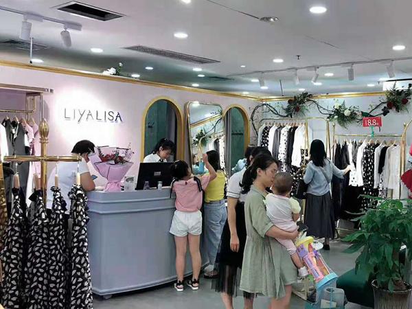 莉雅莉萨女装品牌实体店