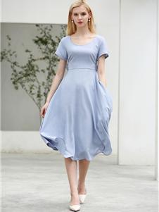 摩米图连衣裙