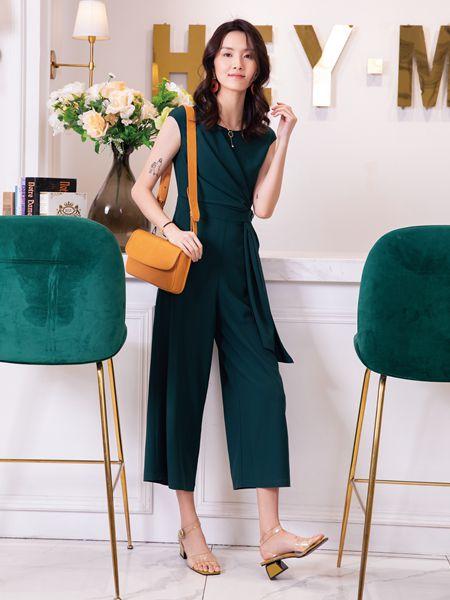 初秋穿搭怎么搭配色彩 布根香绿色穿搭时髦动人
