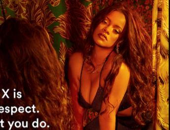 Rihanna 办了一场不让带手机进场的内衣秀
