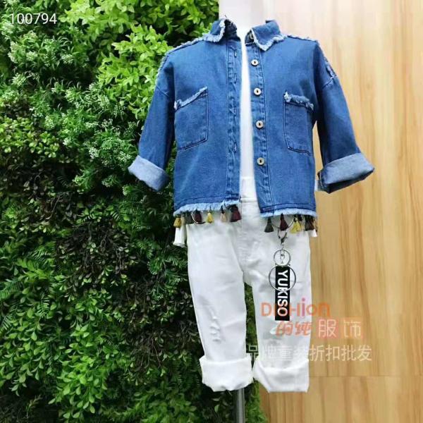 童装秋季穿什么 的纯蓝色外套上衣怎么穿好看
