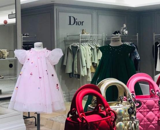 你会给孩子们购置几万块的奢华定制童装吗?