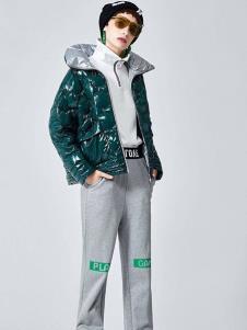 伊行绿色外套